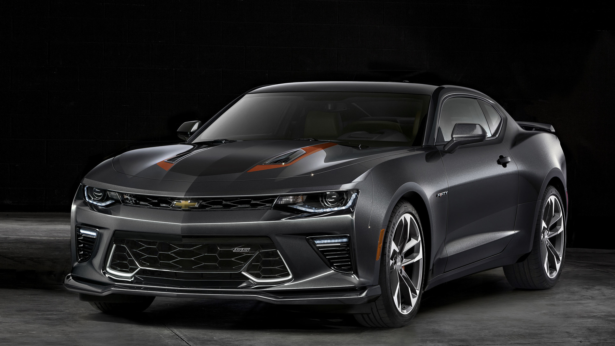 2017-chevrolet-camaro-50thanniv-008-1