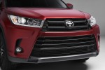Toyota Drops a Refreshed Highlander Ahead of the New York Auto Show
