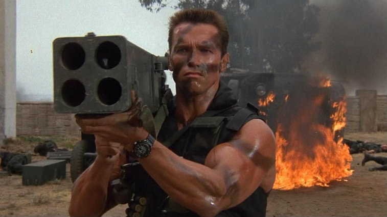 Arnold Schwarzenegger holds up a weapon in Commando