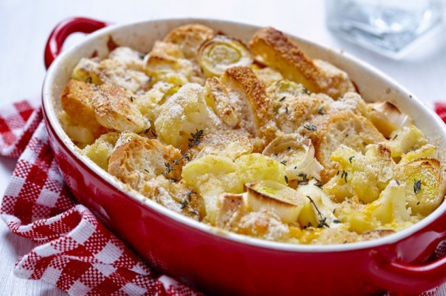 baked casserole with cauliflower, leeks, and cheese