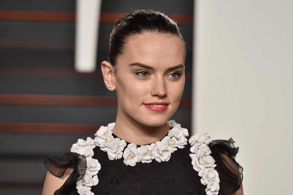 BEVERLY HILLS, CA - FEBRUARY 28: Actress Daisy Ridley attends the 2016 Vanity Fair Oscar Party Hosted By Graydon Carter at the Wallis Annenberg Center for the Performing Arts on February 28, 2016 in Beverly Hills, California. (Photo by Pascal Le Segretain/Getty Images)