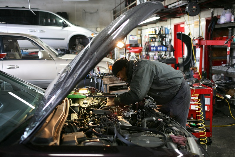 Auto mechanic at work | Justin Sullivan/Getty Images