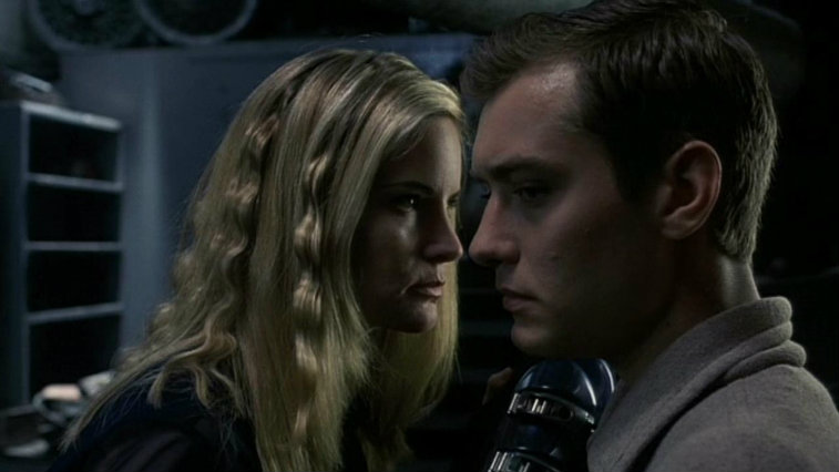 Jennifer Jason Leigh and Jude Law in eXistenZ