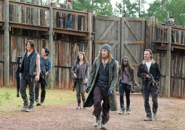 Jesus leading Daryl, Glenn, Maggie, Michonne and Rick into the Hilltop in 'The Walking Dead'