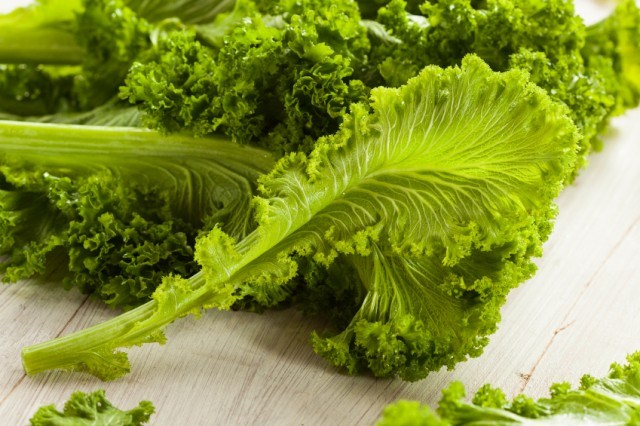 pile of raw mustard green leaves
