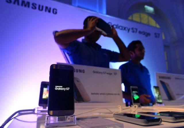 Samsung Electronics' latest flagship smartphone the Galaxy S7 edge is displayed at its launch