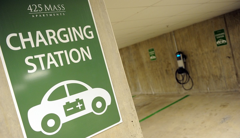 Car Charging Group Inc. opened it's the first residential electric car charging station at the 435 Mass Apartments on January 12, 2011 in the NW section of Washington, DC. The station can charge two cars at a time; one with a 220 volt line and one with a standard 110 volt household line. AFP PHOTO / Tim Sloan (Photo credit should read TIM SLOAN/AFP/Getty Images)