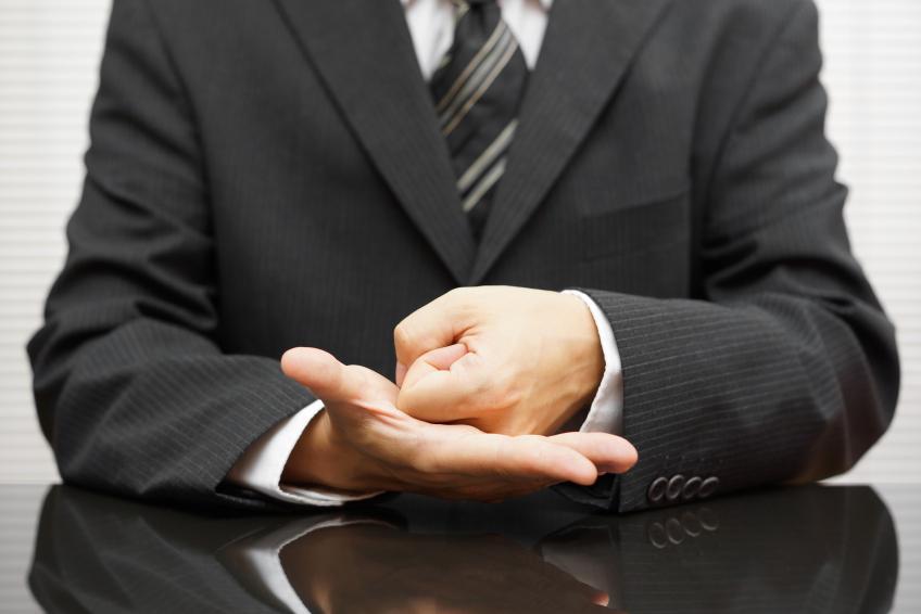 sales executive closing deal