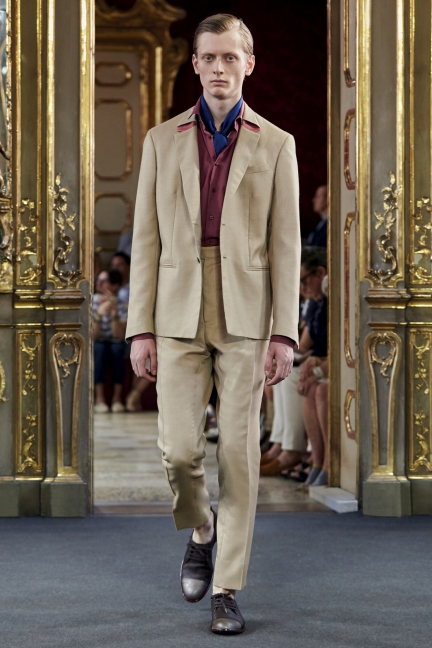 Corneliani Spring 2016 showcasing a men's scarf
