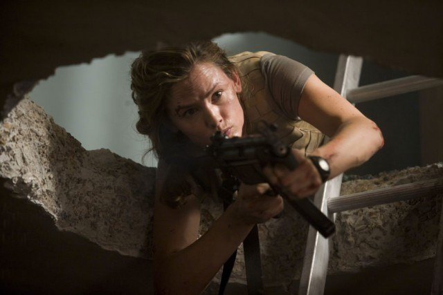 Janet Mayes (Jennifer Garner) is ready to defend herself in a scene from 'The Kingdom'