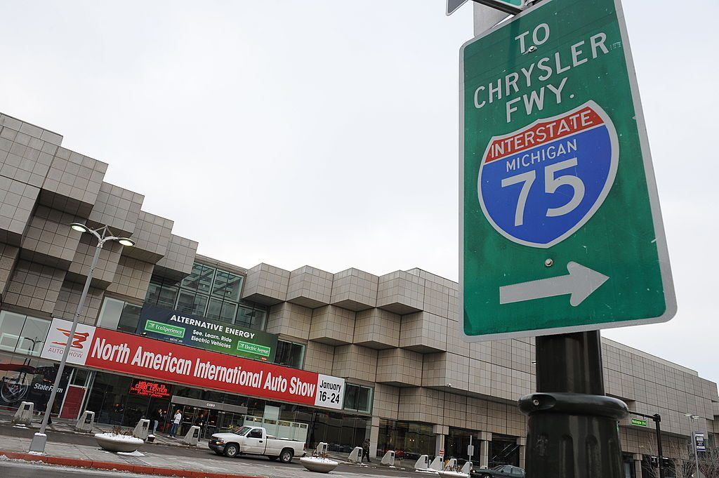 A highway sign pointing to I-75 in Detroit, Michigan
