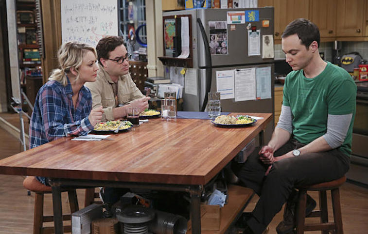 Kaley Cuoco, Jim Parsons, and Johnny Galeck eat breakfast at a table in a scene from CBS's The Big Bang Theory