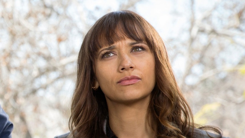 Rashida Jones is squinting as she looks up in Angie Tribeca.