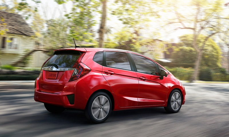 Back three-quarter view of 2016 Honda Fit in red