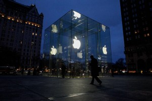 6 Apple Rumors: From a Black iPhone 7 to 3D Mapping