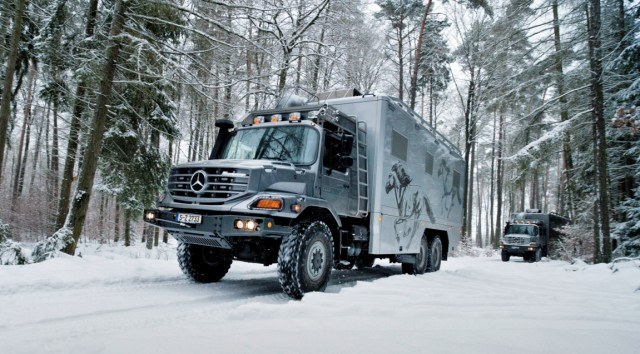 Mercedes-Benz Zetros 2733 A 6x6 is one hell of an intimidating RV