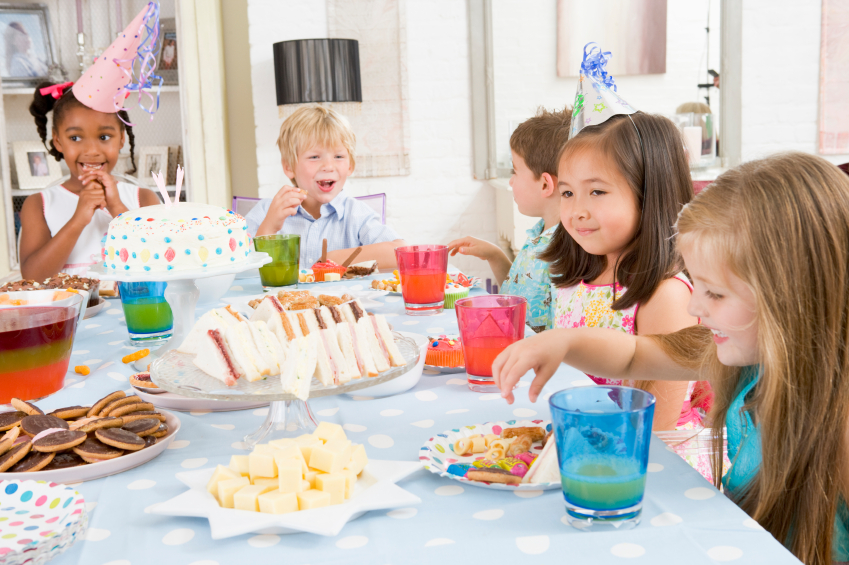 childern sitting together at a birthday party