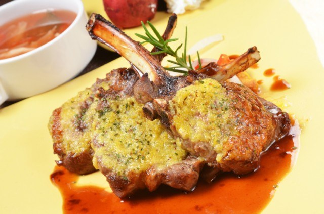 roasted mutton chops with sauce
