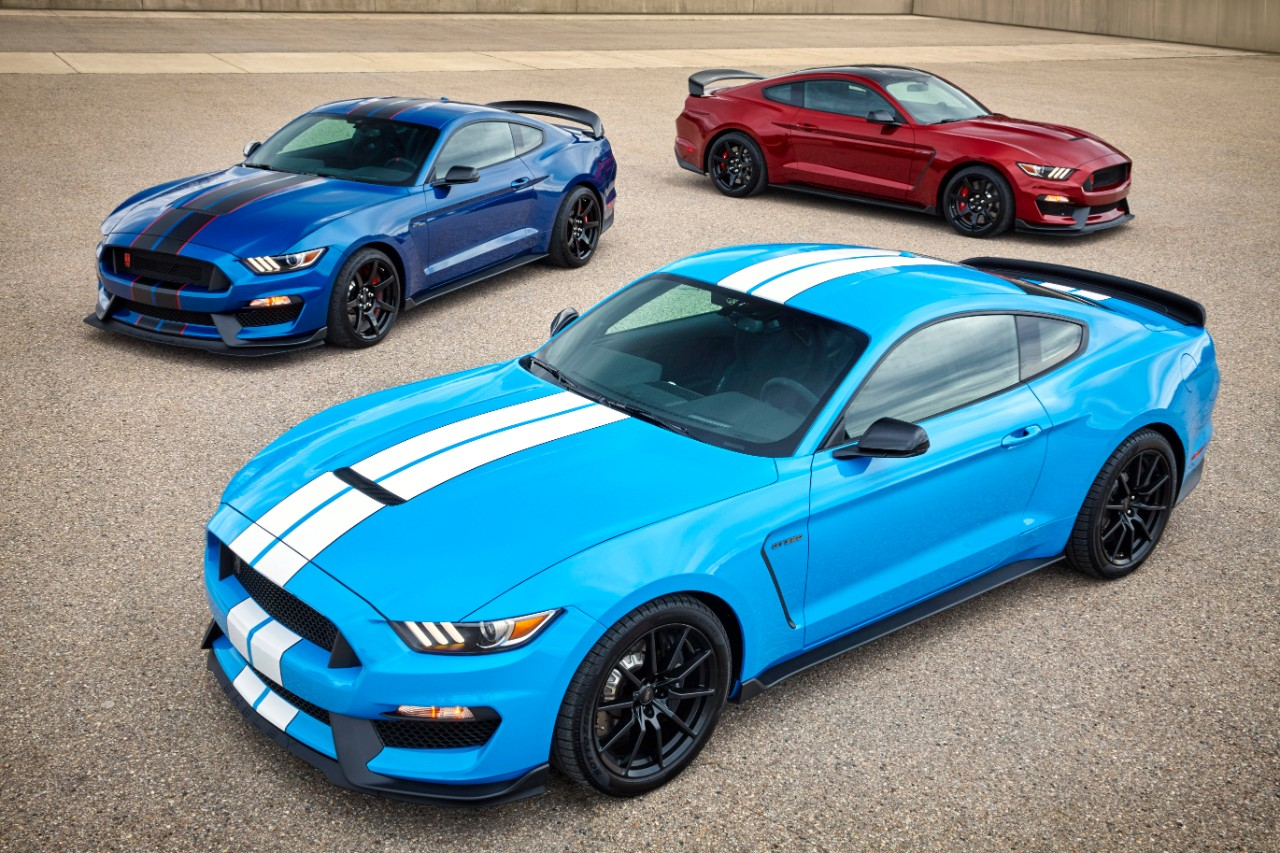 The 2017 Shelby GT350R comes with a high-revving Voodoo V8