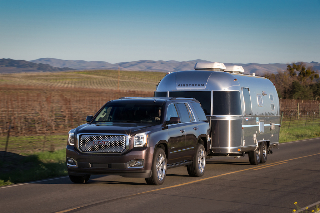 Cadillac Escalade vs. GMC Yukon Denali: Buy This, Not That ...
