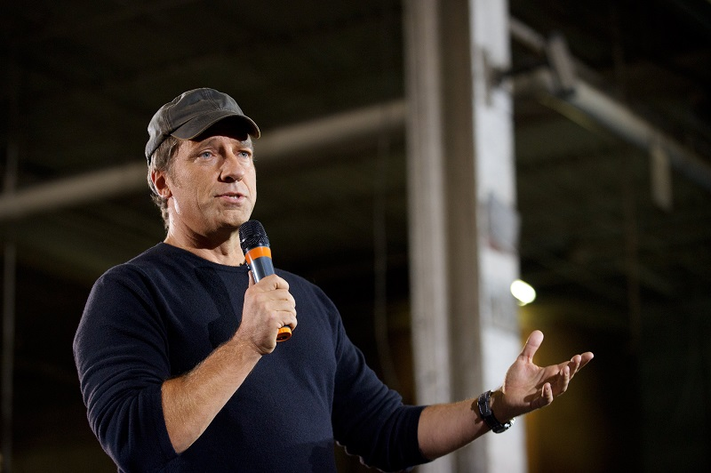 """TV personality Mike Rowe , host of """"Dirty Jobs"""", takes part in a roundtable discussion on manufacturing"""
