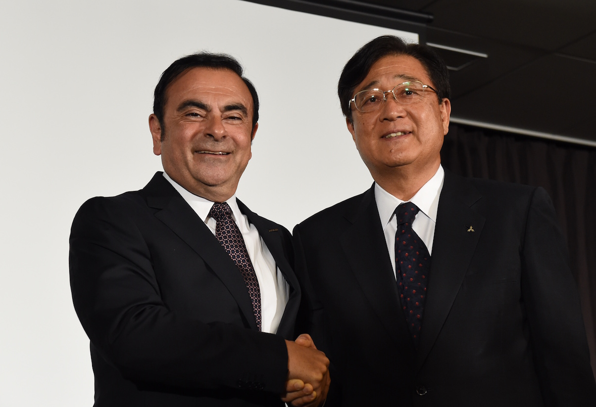 Men shaking hands, Nissan and Mitsubishi partnership