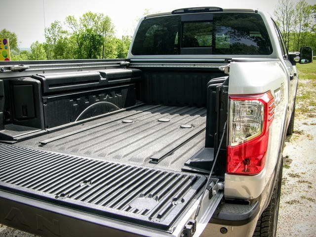 Goose neck trailer hitch and bed boxes