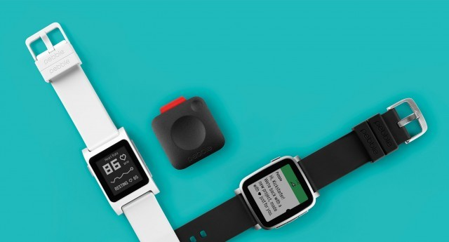 4 Reasons to Choose a Pebble Watch Over a Fitbit Tracker
