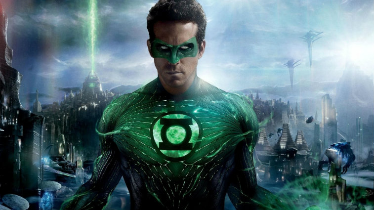 Ryan Reynolds in Green Lantern with the city behind him