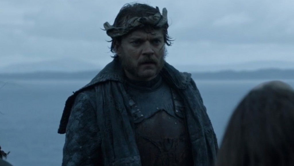 Euron Greyjoy, wearing a driftwood crown, and looking to the right of the frame