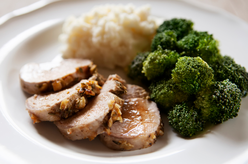 Sliced, crusted pork tenderloin with broccoli and gains