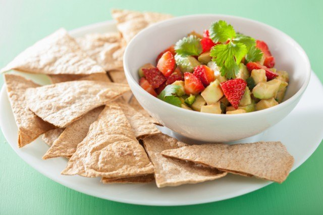 avocado strawberry with chips