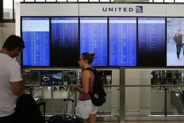 airport departures board for United Airlines