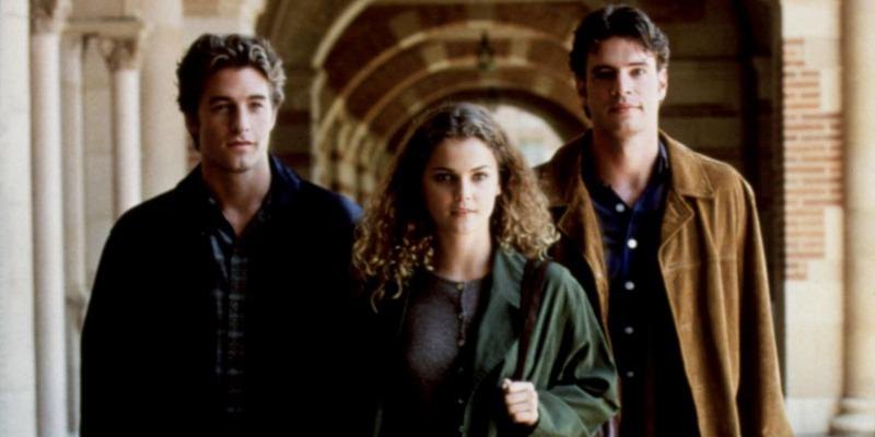Scott Speedman as Ben Covington, Keri Russell as Felicity Porter, and Scott Foley as Noel Crane standing in front of an archway on Felicity