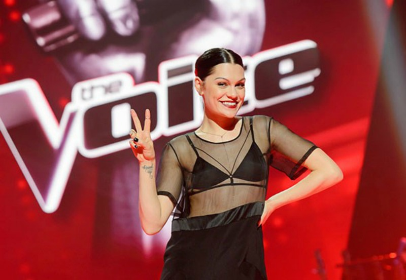Jessie J posing on The Voice