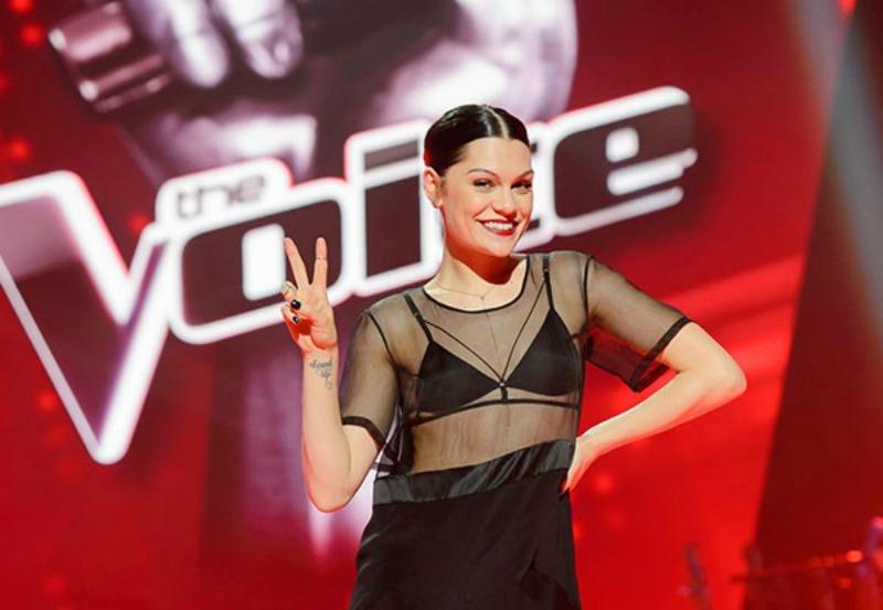 Jessie J posing on The Voice