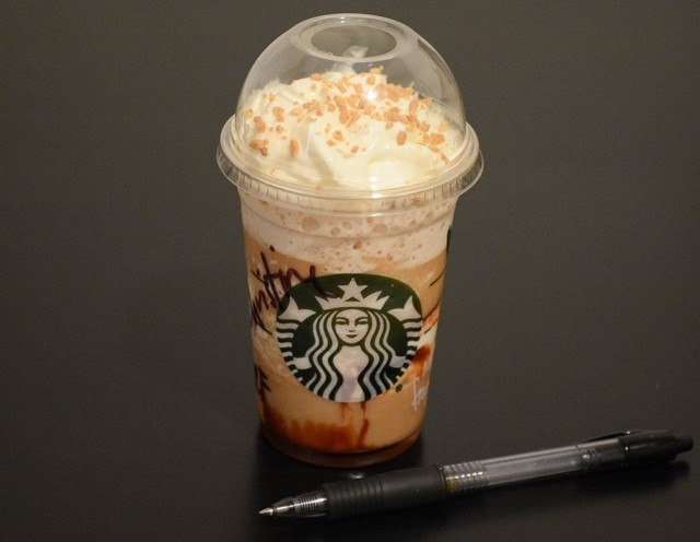 Starbucks mini s'mores frappuccino next to a pen to show size