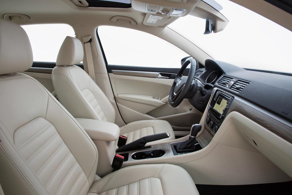2016 Volkswagen Passat interior