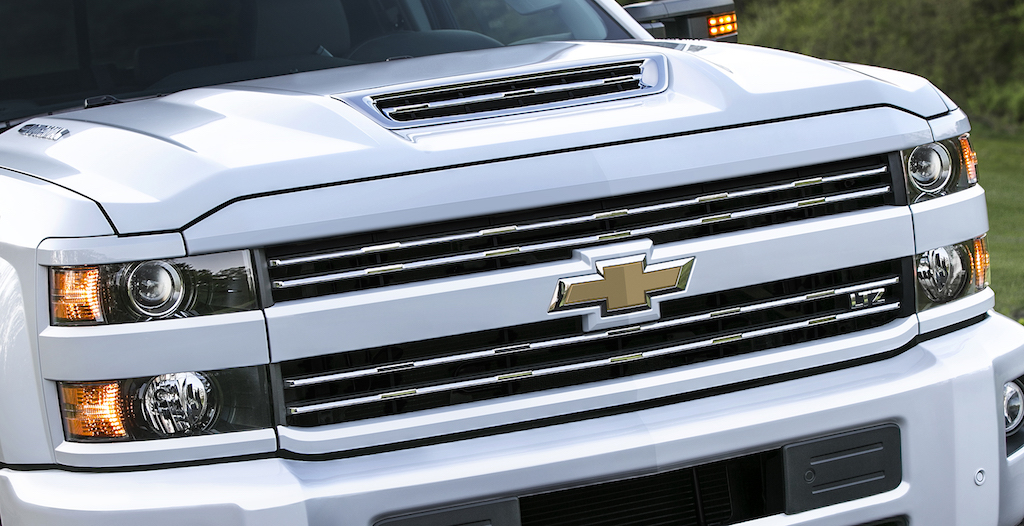 2017 chevrolet silverado 2500hd gets new hood scoop. Black Bedroom Furniture Sets. Home Design Ideas