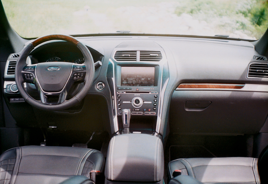 interior 2016 ford explorer platinum