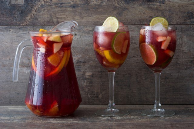 sangria with fruits