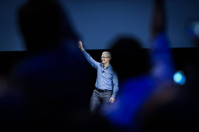 Apple CEO Tim Cook waves to the crowd as takes the stage at Apple's annual Worldwide Developers Conference at the Bill Graham Civic Auditorium in San Francisco, California, onJune 13, 2016. / AFP / GABRIELLE LURIE (Photo credit should read GABRIELLE LURIE/AFP/Getty Images)