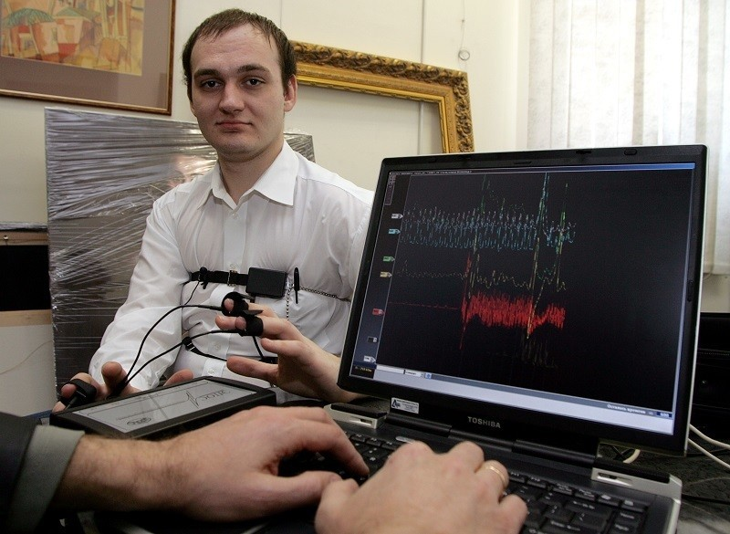 A computerized polygraph machine being used in Russia