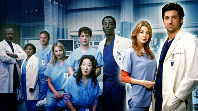 The cast of Grey's Anatomy stands in a hospital room