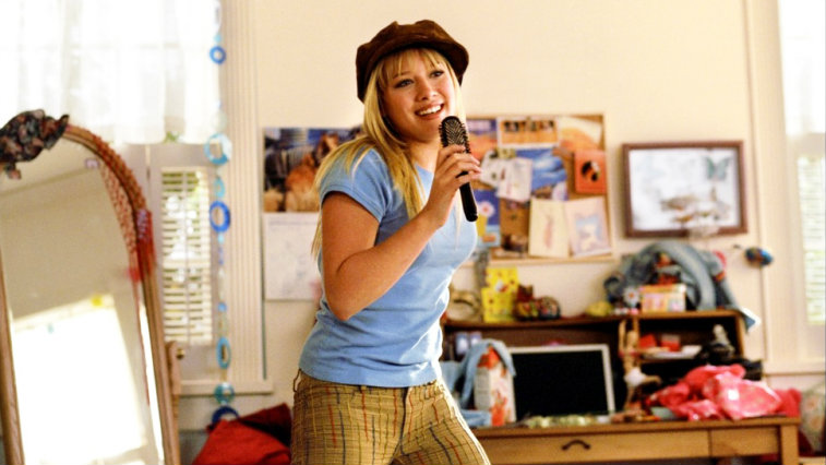 Hilary Duff sings into a hairbrush and dances in a bedroom in The Lizzie McGuire Movie