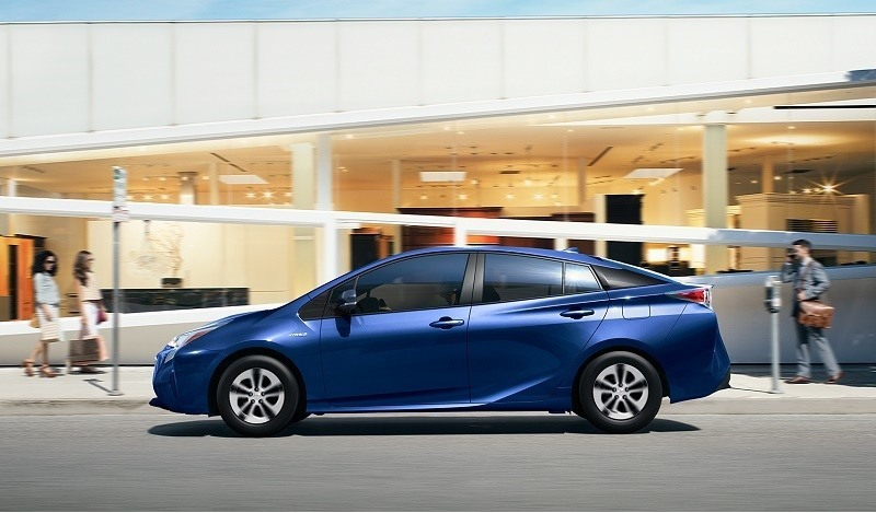 Profile view of 2016 Prius Two Eco