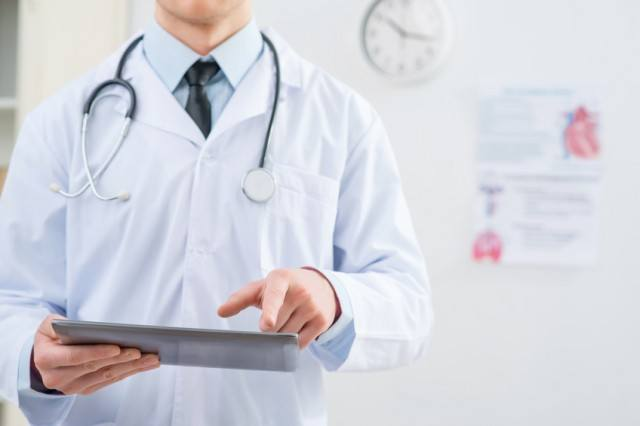 Doctor holding a tablet to give diagnosis