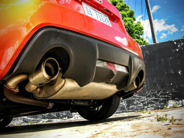 Dual port exhaust