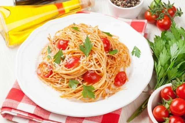 Spaghetti pasta with tomatoes