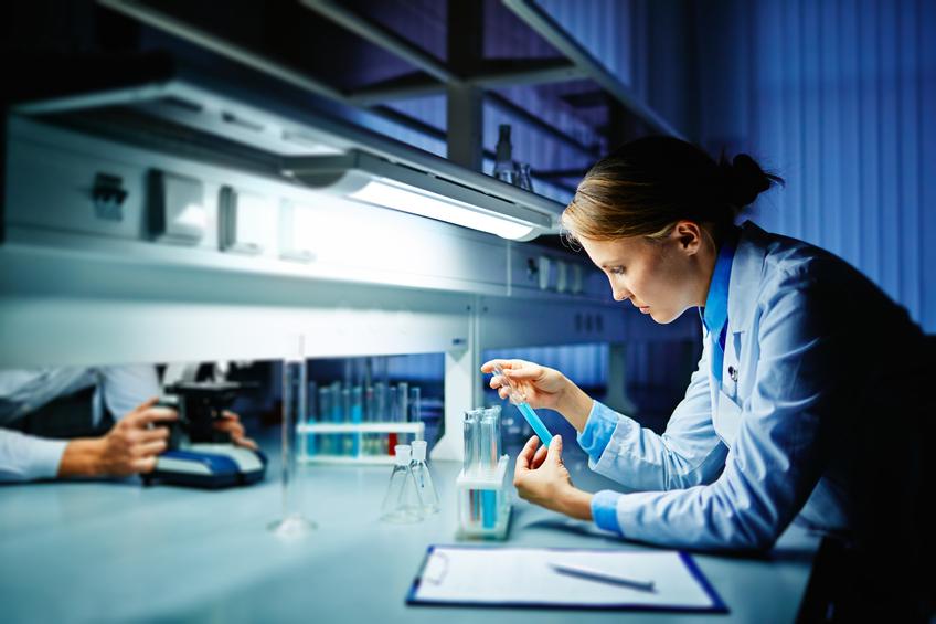 lab worker studing virus